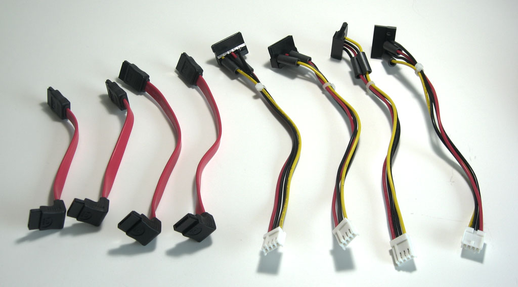 big_synology-ds409-plus-cables.jpg