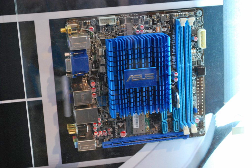 big_asus-dual-core-atom-media-player-mobo.jpg