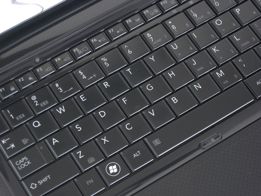 Toshiba Satellite E205-S1904 WiDi Laptop Review