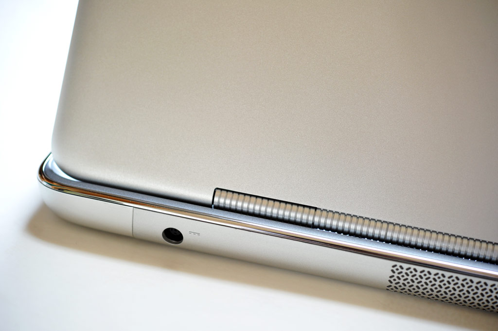 Dell's XPS 15z Ultra Slim Notebook Review