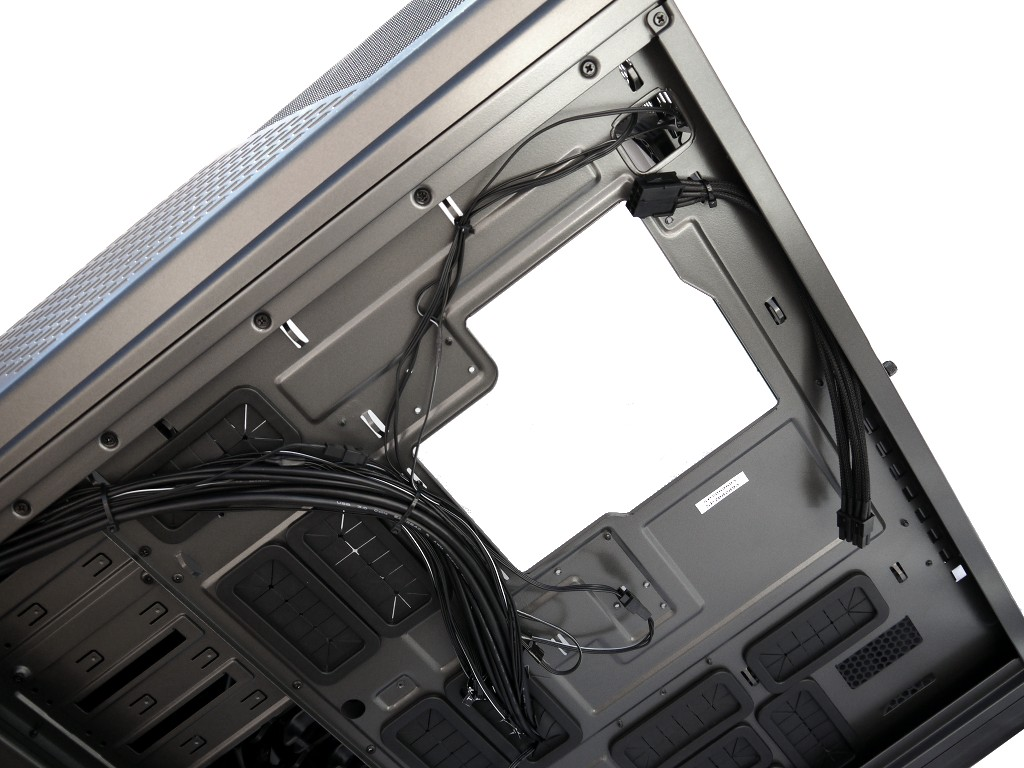 big_nzxt-phantom-820-18.jpg