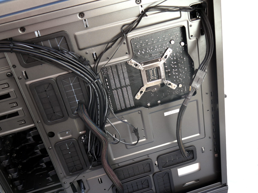 big_nzxt-phantom-820-21.jpg