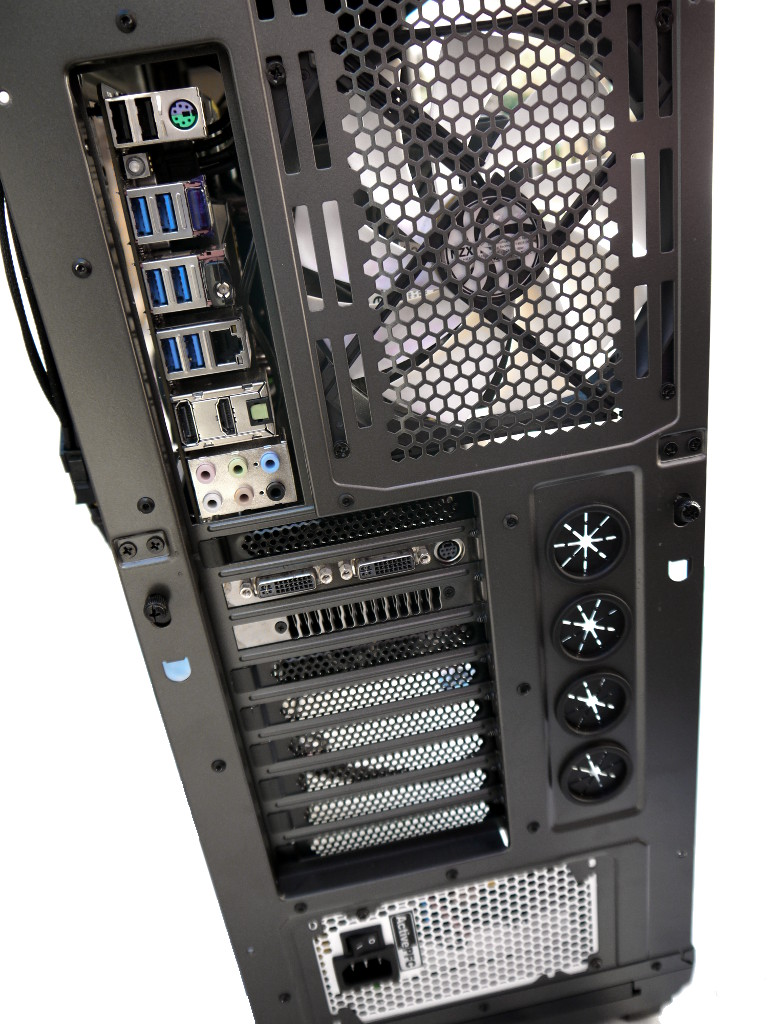 big_nzxt-phantom-820-23.jpg