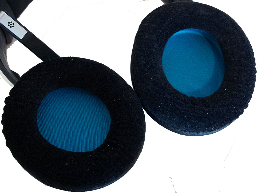 big_corsair_2000_earcups.jpg
