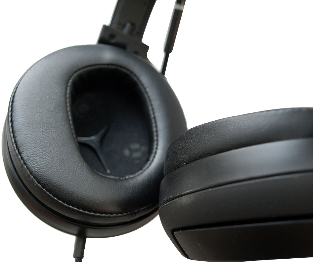 big_roccat_kave_earcups.jpg