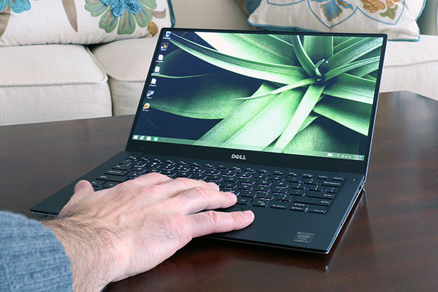 XPS13 hand