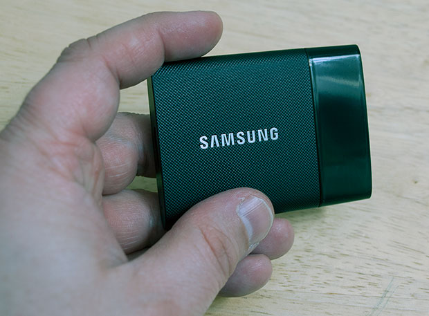 Samsung Portable SSD T1 Hand