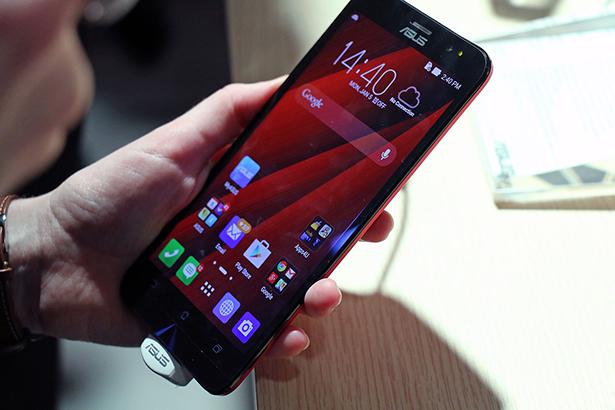 ASUS ZenFone 2 In Hand