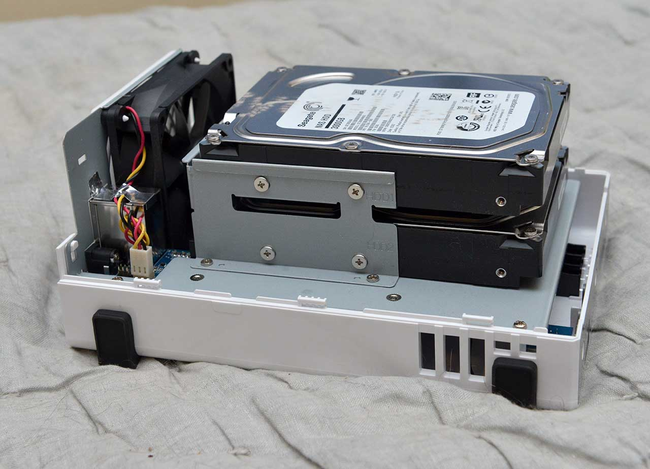 big_synologynas-naked2.jpg