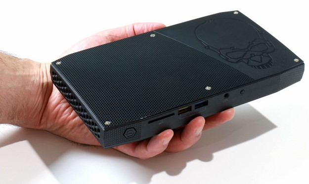 Intel Skull Canyon NUC in hand