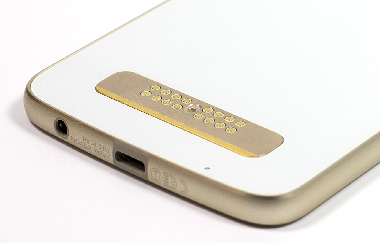 big_moto-z-play-usb-c-rear-closeup.jpg