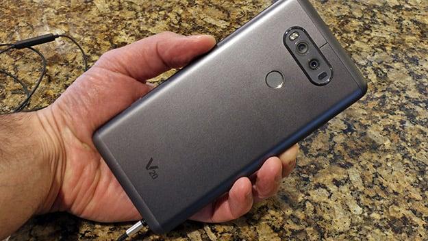 LG V20 back in hand