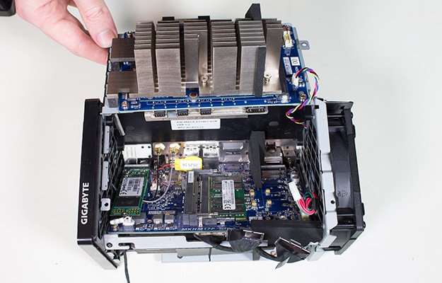gigabyte brix gaming uhd td mainboard assembled