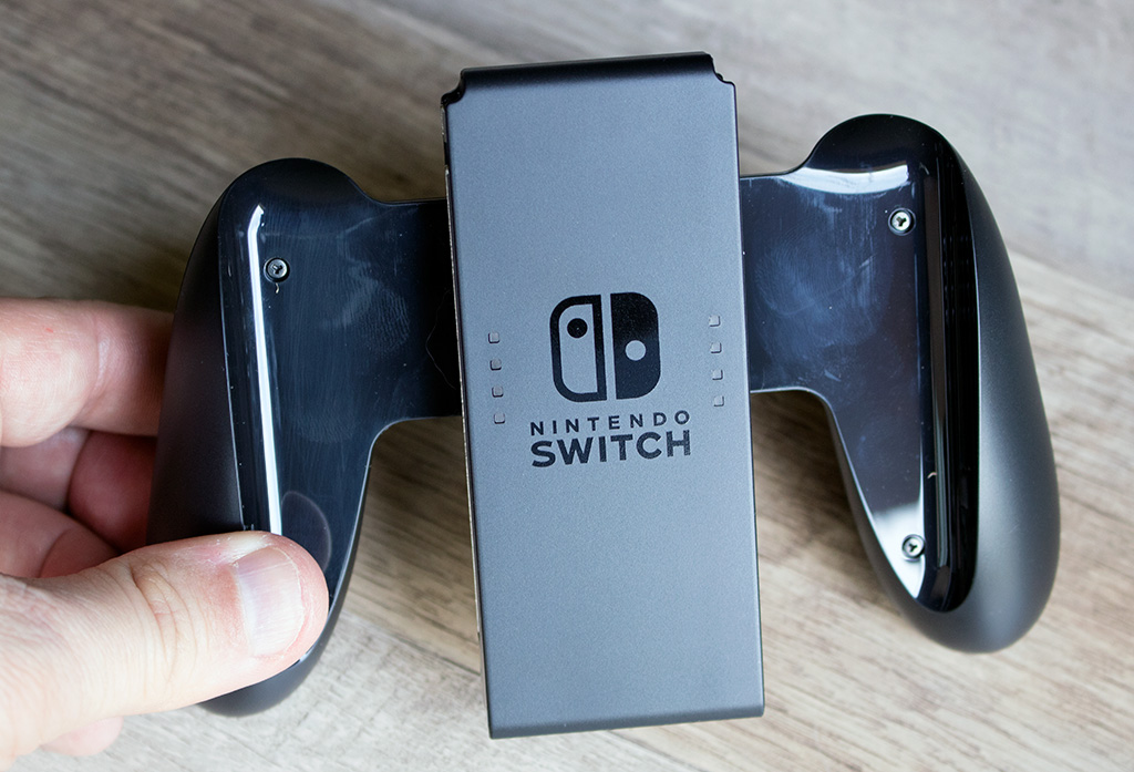 big_switch_joy-con_grip.jpg