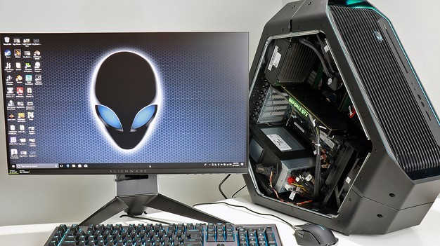 Alienware Area 51 with AW25 Gaming Monitor keyboard and mouse