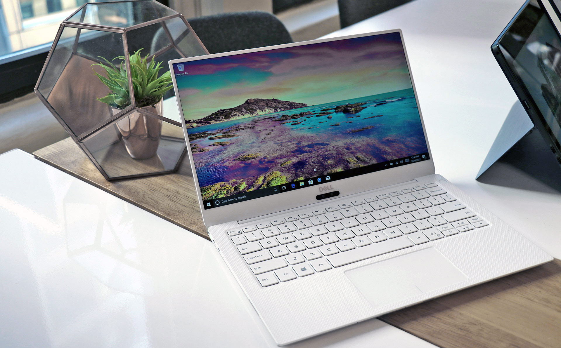 Dell XPS 13 (9370) 2018 Review: White Spun Glass, Killer Looks And Speed