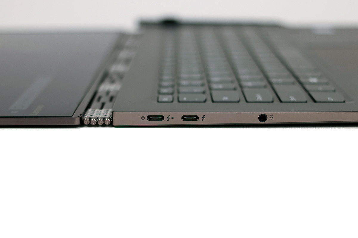 big_lenovo_yoga_920_thunderbolt.jpg