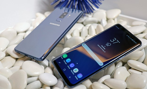 Galaxy S9 Plus Cobalt Blue On Rocks front back