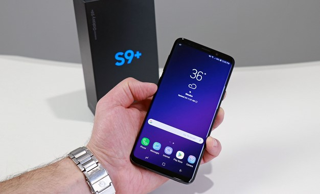 Galaxy S9 Plus Front in hand with box