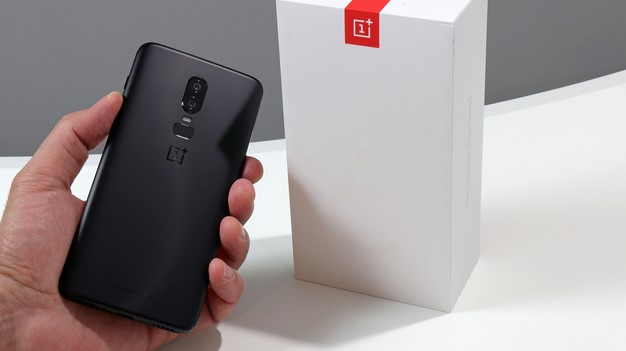 back in hand box oneplus 6