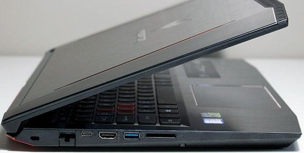Acer Predator Helios 300 Ports Right