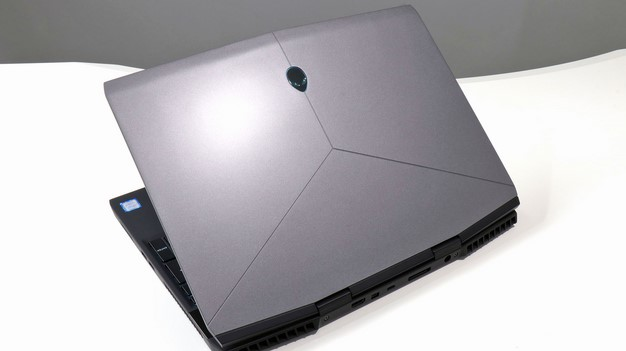 Alienware m15 back lid open