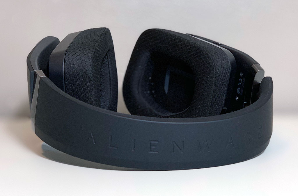 big_alienware_aw988_headband.jpg