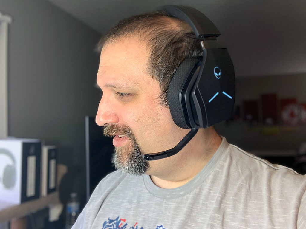 big_alienware_aw988_headset_wearing.jpg