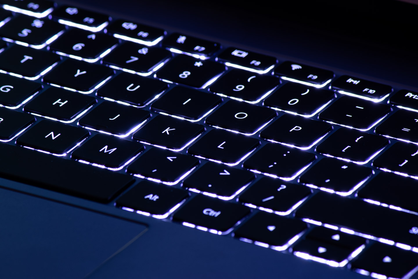 big_huawei-matebook-13-backlit-keyboard.jpg