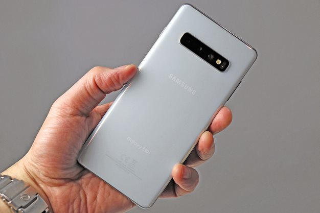 Samsung Galaxy S10 Plus Back In hand