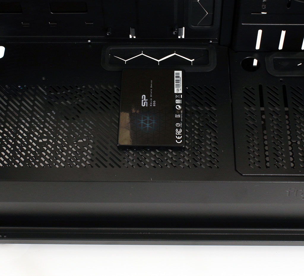 big_fractal_define_s2_rgb_ssd_bracket_2.jpg