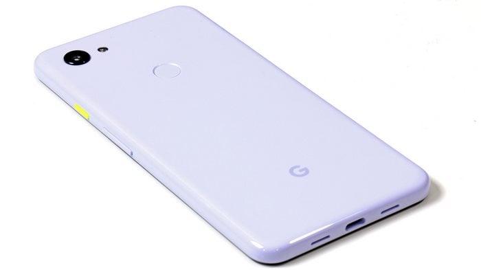Google Pixel 3a XL bottom edge