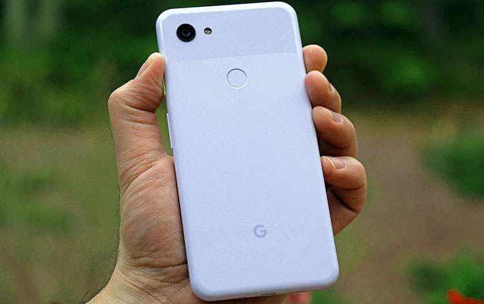 pixel 3a xl in hand