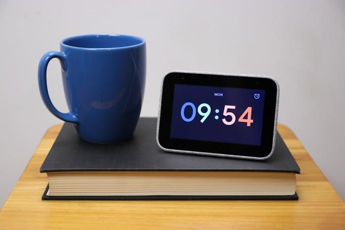 lenovo smart clock google assistant time