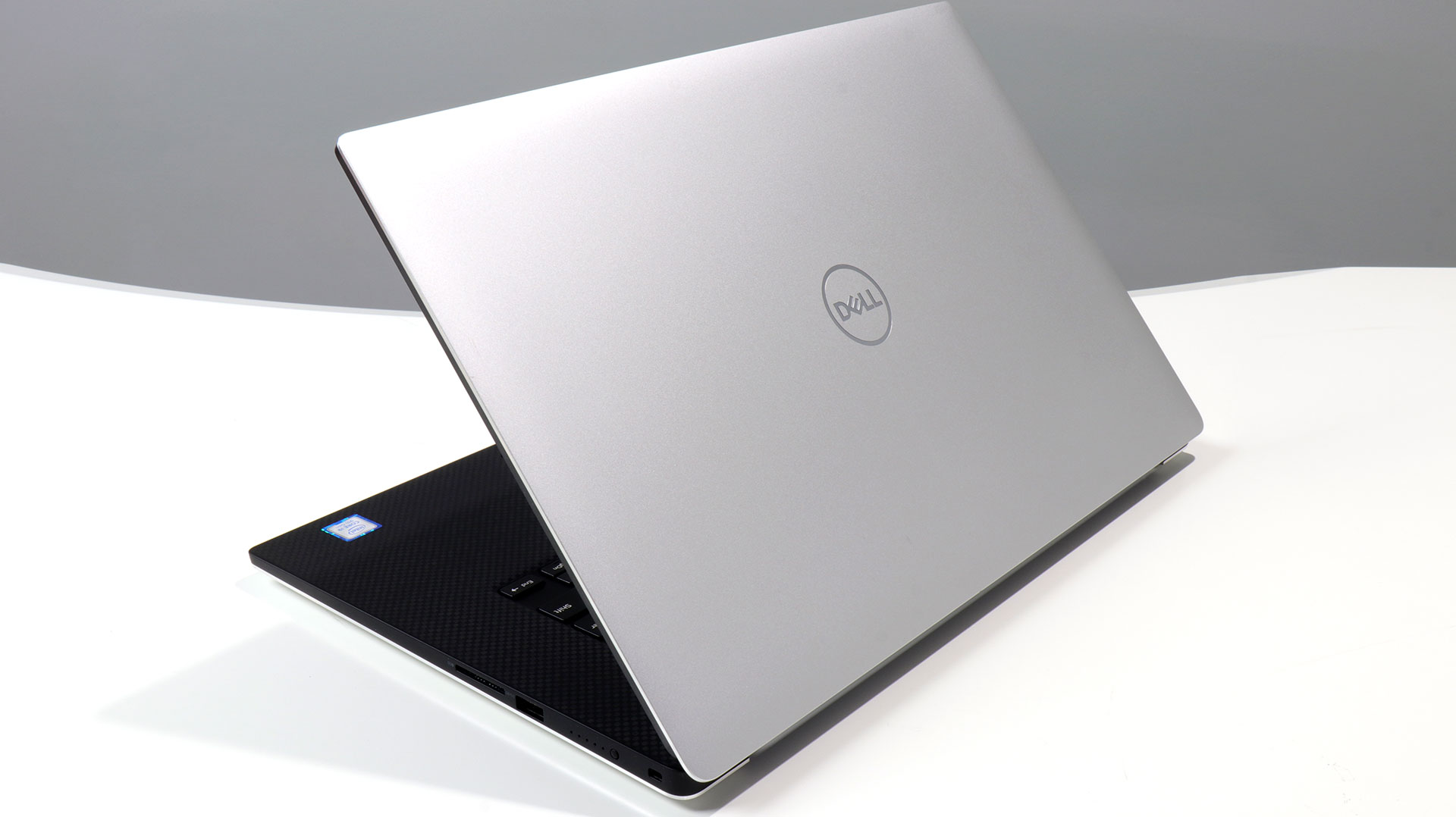 big_dell-xps-15-back-lid.jpg