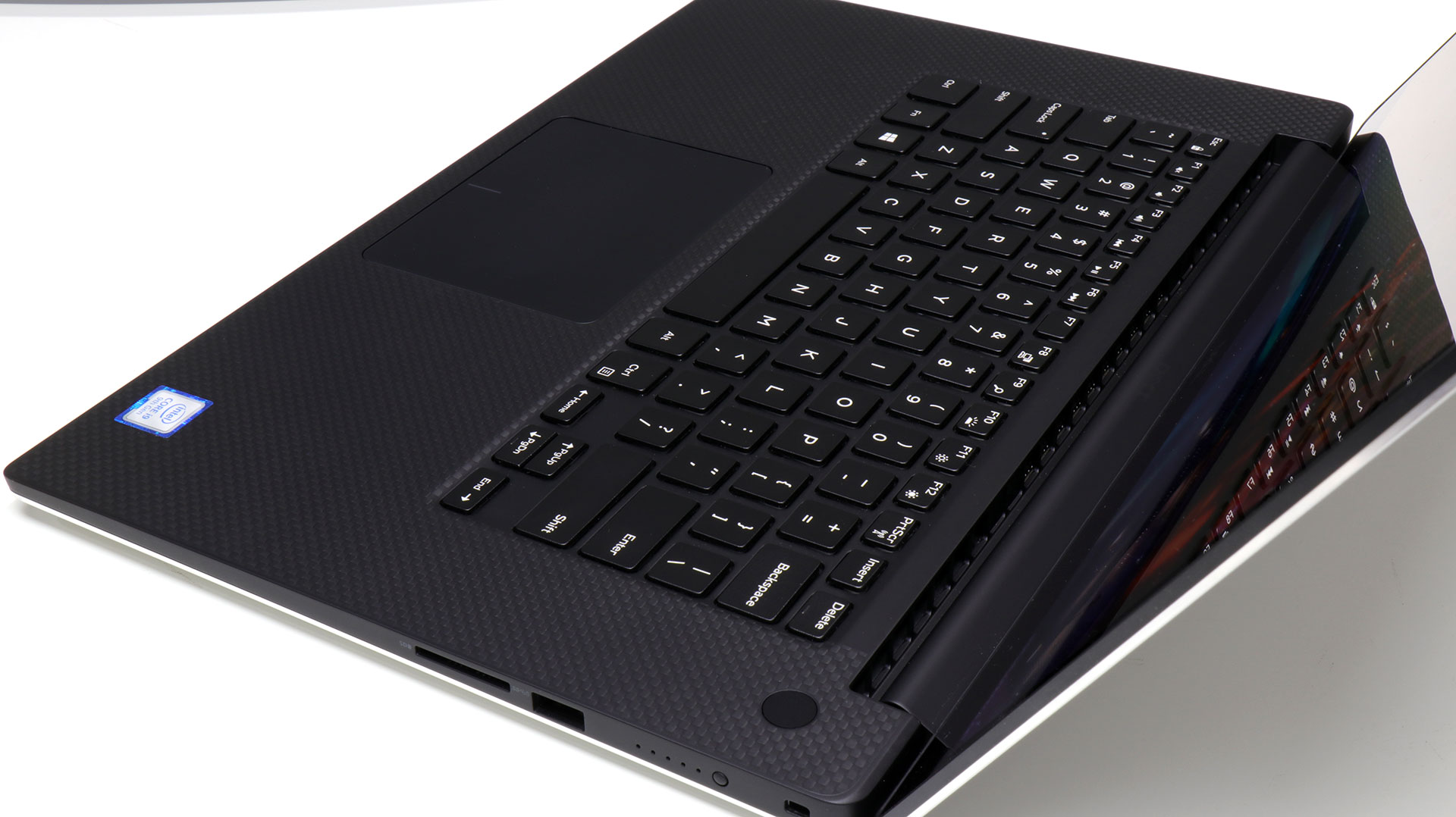big_dell-xps-15-keyboard-vent-edge.jpg