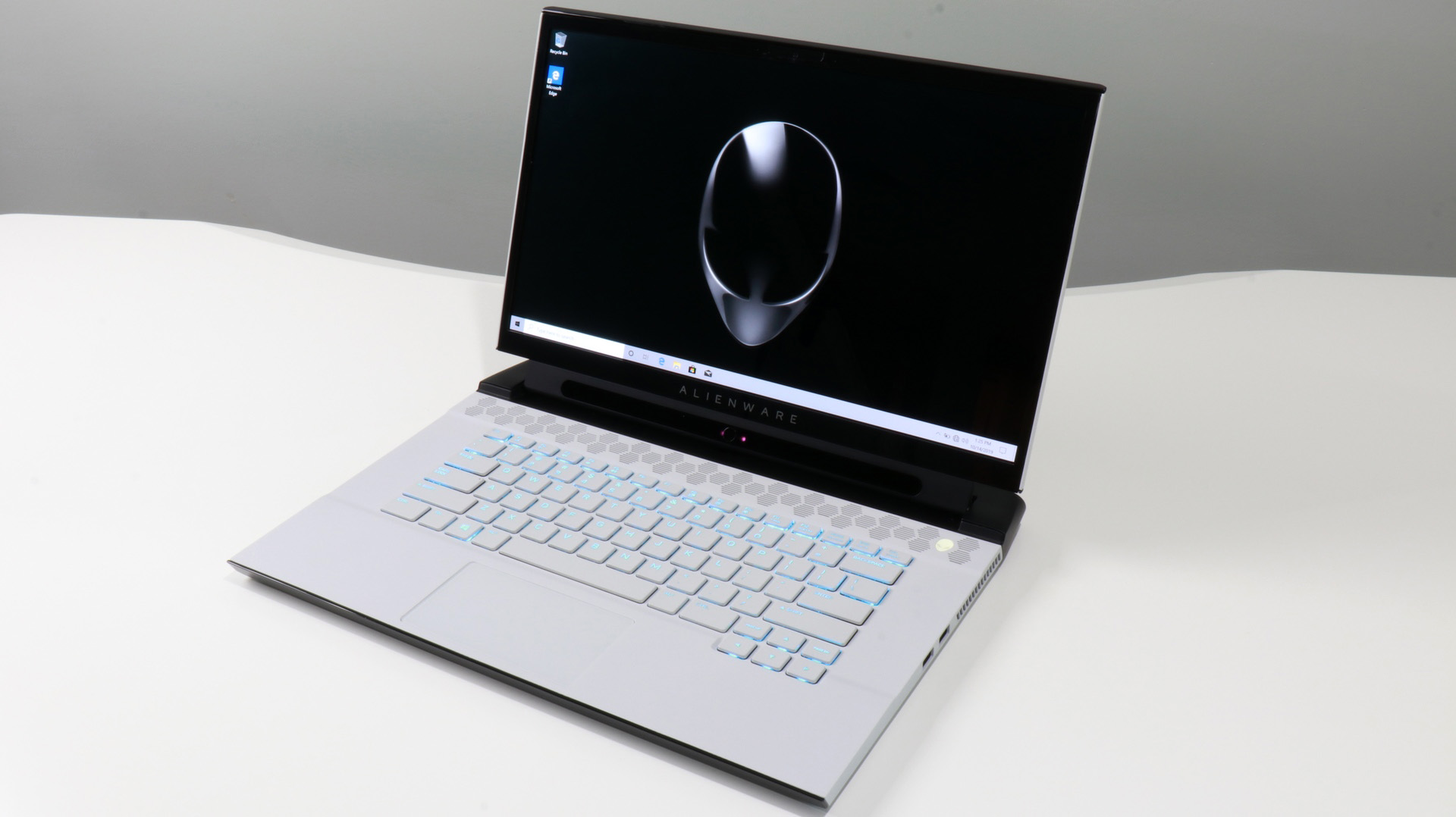 Alienware m15 R2 Review: Beautiful OLED, Beastly Performance