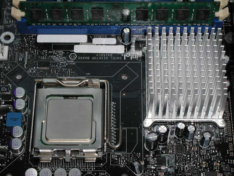 Intel i925X and i915G Architecture, Pentium 4 560 and 3.4GHz EE - The LGA775 Debut