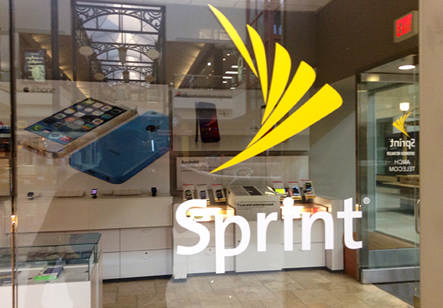 Sprint battles a surging t mobile with 90 12gb 39 family for Wind mobile family plan