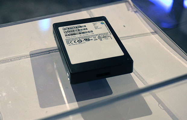 Samsung Samsung PM1633a 16 Terabyte SSD
