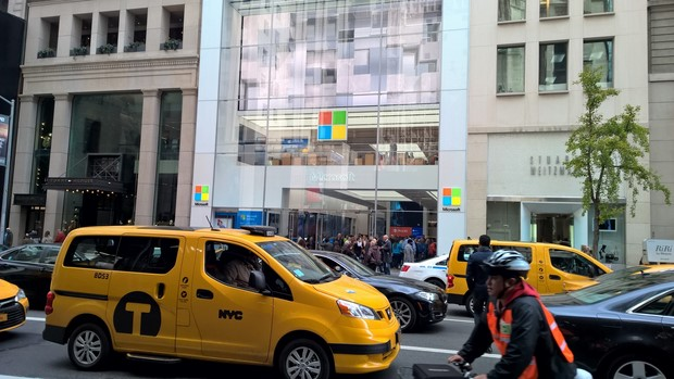 microsoft store tour front 11