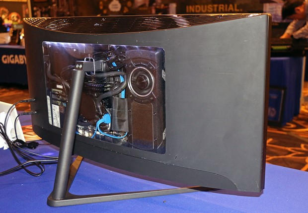 34 inch Gigabyte Gaming Curved All In One Back