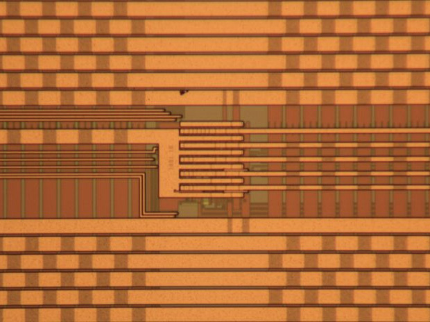 Reconfigurable Chaotic Integrated Circuit
