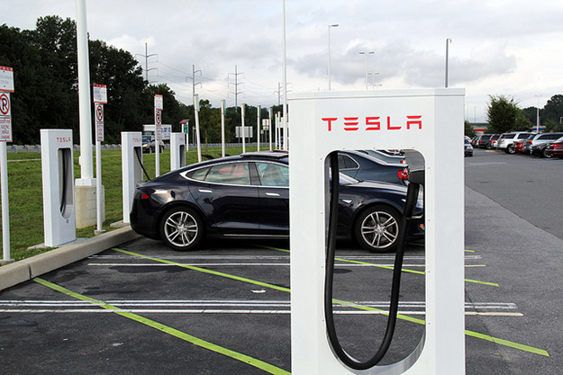 Sorry, future Tesla drivers - no more free supercharging