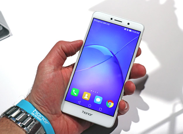 Honor 6X In Hand
