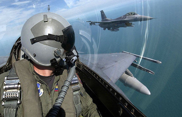 US Airforce F16 Pilot