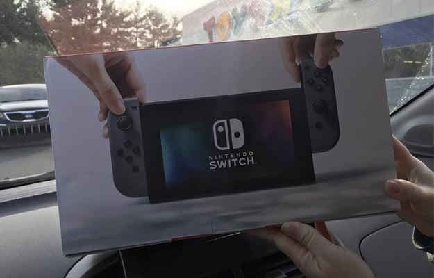Nintendo Switch Retail Box
