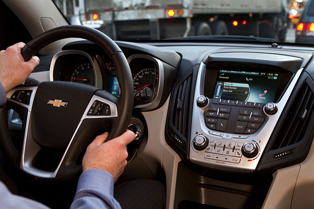 New 'infotainment' tech in vehicles increases distracted driving risk