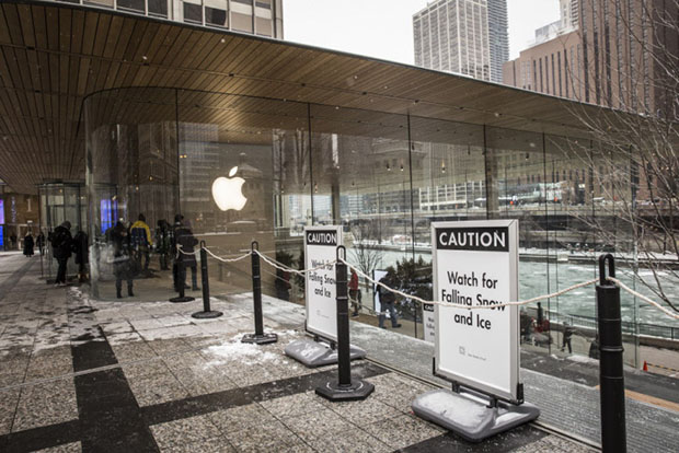 Fancy Chicago Apple Store With MacBook Roof Poses Falling Ice - New apple store in chicago will have a giant macbook as its roof