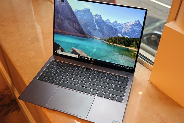 Huawei Matebook X Pro Open